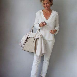 Podemos dizer queaos 60 anosa mulher é verdadeiramente livre para escolher as roupas e a maquiagem que mais se...