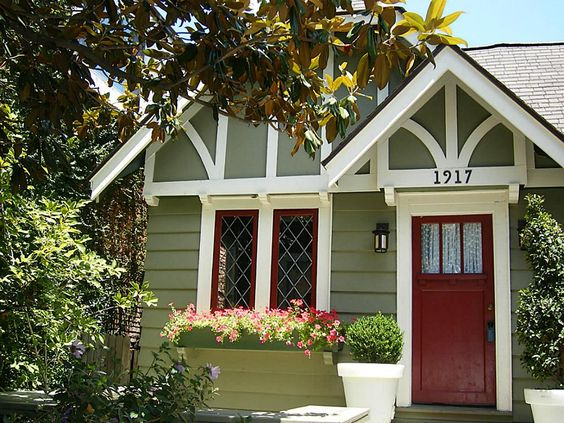 An english tudor cottage in hyde park houston tx paint for English tudor cottage