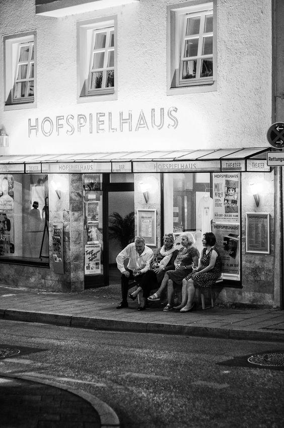 Street Photography : Soiree | Abendgesellschaft by Kwiatek https://t.co/W6fZTkCQtu | #streets #photography #photos  #photography