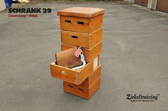 Kasten, Pferd oder Bock. Zirkeltraining™ stellt Dir auch das passende Möbel zu Deiner Tasche aus gebrauchtem Sportgeräte-Leder und Turnmatte...