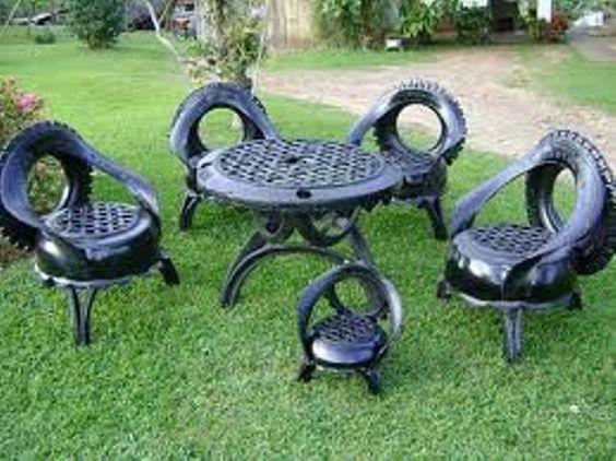 Cadeiras e mesa produzidas a partir de pneus reciclados!