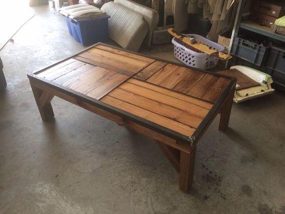 Table basse crée avec l ancien plancher de mon balcon. Entièrement en chêne.