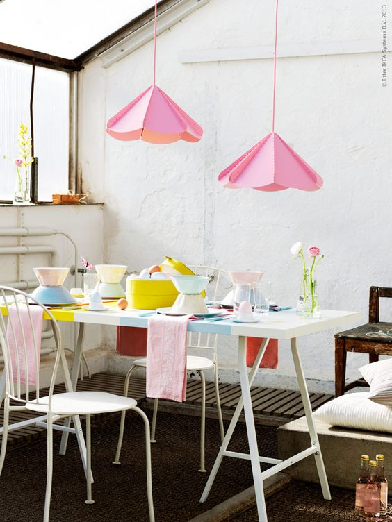 Påsk i pastell! VIKA AMON vitmålad bordsskiva, LERBERG benbockar ...