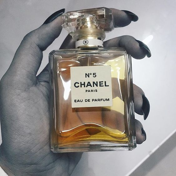 #fragrance #perfume #chanelno5 #chanel #extra #iamsoextra #luxury #luxuryfashion #luxurybeauty #luxurylife #luxurylifestyle #highfashion #indianfashionblog #indianbeautyblog #indianblogger #indian #indianwedding #style #fashion
