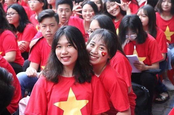 Áo cờ Việt Nam trường THPT Nguyễn Du - Hình 1