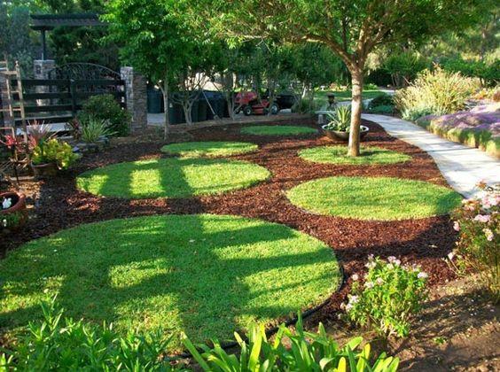hinterhof mit schönen runden grasflächen und einen baum - Gartengestaltung: 60 fantastische Garten Ideen