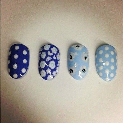 #Spring is in full bloom w/ @karengnails #nails #flowers #nailart
