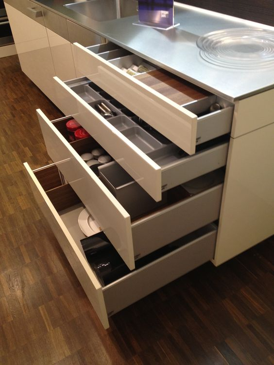 Poggenpohl... stacked drawer base.  #kitchenorganization #kitchencabinets #drawers #kitchentools