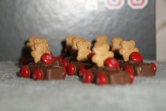 Kindergarten Race Cars : Milky Way, M&Ms, Teddy Grahams, Chocolate Frosting