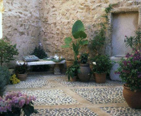 Creative small backyard landscaping ideas that 39 ll surely for Paved courtyard garden ideas