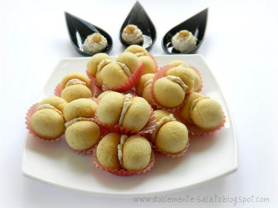 DOLCEmente SALATO: Baci di dama salati con crema di formaggio e nocciole