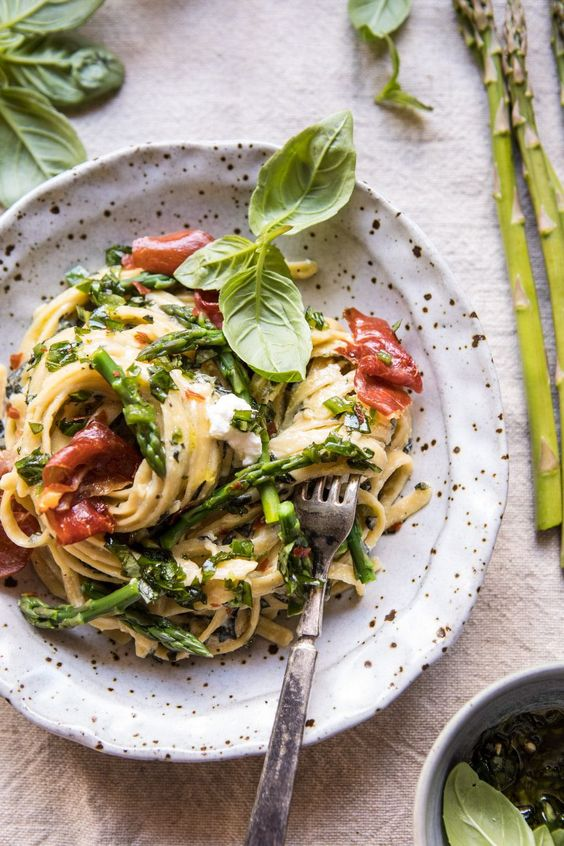 Spicy Pesto, Asparagus, and Ricotta Pasta with Crispy Prosciutto