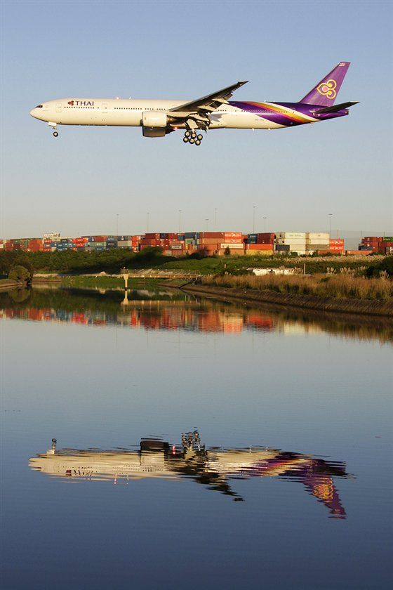 Reflection of a Thai Airways Boeing 777
