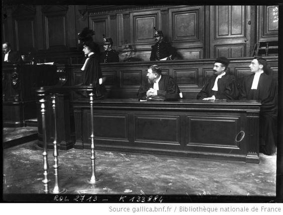 Plaidoirie de la première femme avocate en cours d'assises, le 25 septembre 1908 / Photographie de presse / Agence Rol (1908)