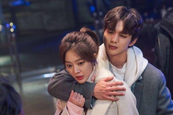 """Yoo Seung Ho Comes To Jo Bo Ah's Rescue In """"My Strange Hero"""""""