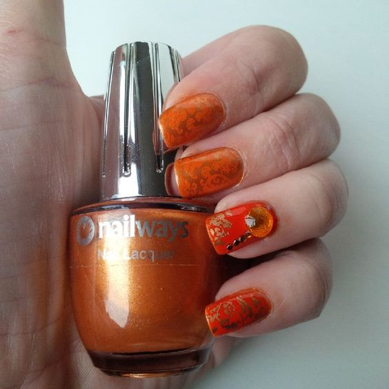 Nailways: GOLDEN AND ORANGE CONTRA NAILS