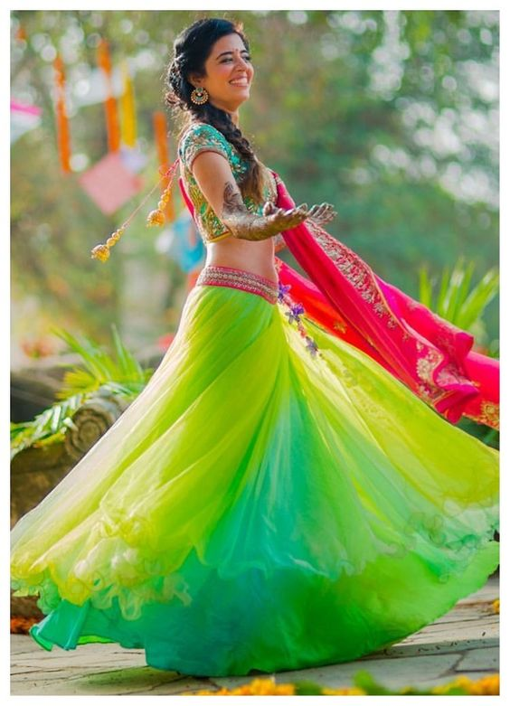 10+ Fresh & Offbeat Mehndi Outfits we spotted on Indian brides! - Blog