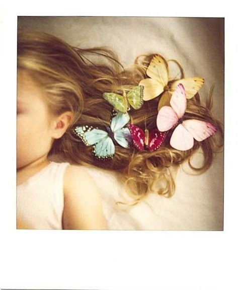 How fabulous is this?  I'm thinking I have a new use for those organza butterflies I want to make!