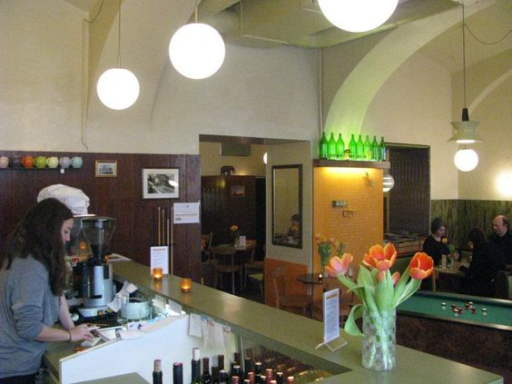 A bar shabu ist köstlicher Stadtheuriger und gemütliche Likörstube ohne Firlefanz. #Wien