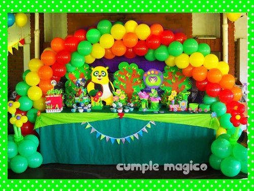 Decoración en globos & Candy Bar Oso Agente Especial http://www.cumplemagico.com/
