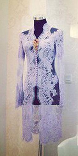 JP: Classic V-Neckline Lace Kebaya
