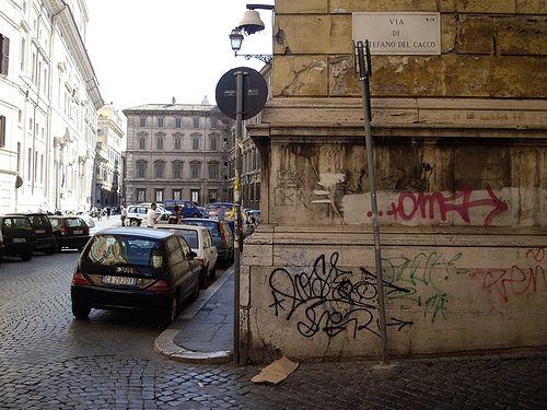 Via di Santo Stefano del Cacco / Via del Pie' di Marmo
