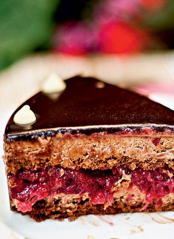 Torta de chocolate com geleia de frutas vermelhas