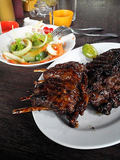 Ribs at Naughty Nuri's Warung. so cheap and SO GOOD! perfect w/ a mug of ice cold Bintang beer