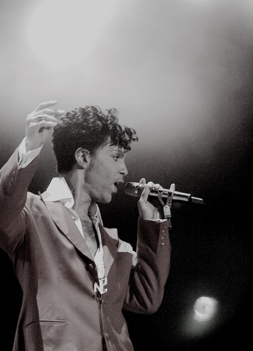 Prince performing at the 10th anniversary Essence Music Festival at the Superdome in New Orleans, LA., July 2, 2004. paisleysprince Follow  princedit  musicedit  prince  prince rogers nelson  essence music festival  concert  2004  2000s  edit