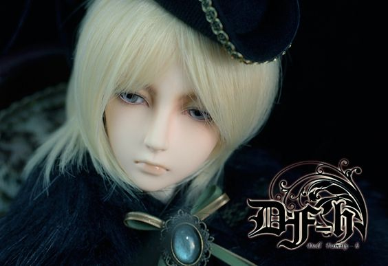 Doll Family H Julian official photo