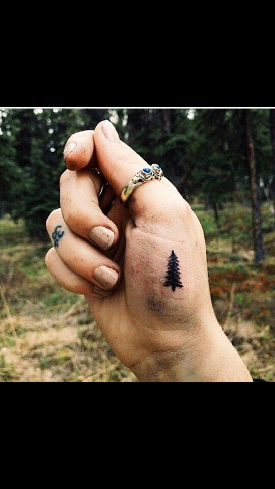 Beautiful and minimalist tatoos : omm and a tree