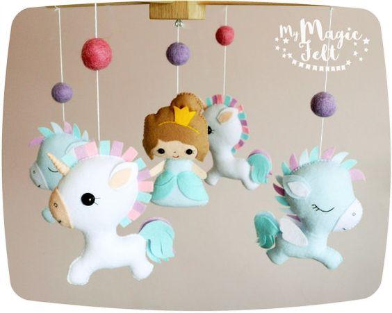 Bebé móvil unicornio bebé móvil princesa y unicornio móvil de la cuna de unicornio y Pegaso bebé niña móvil vivero móvil bebé ducha…