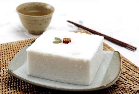 Bánh gạo hấp với màu trắng tinh khiết