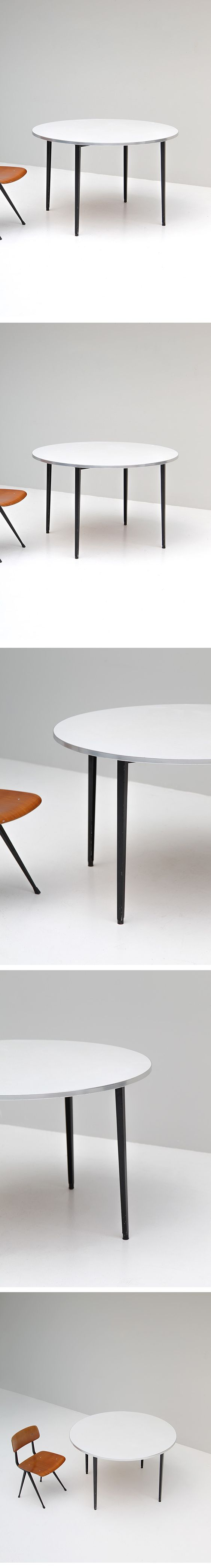 Friso Kramer, rare, round, Reform, dining table, Ahrend De Cirkel, du