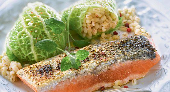 Recette de pavé de saumon aux petits choux vapeur farcis à l'orge
