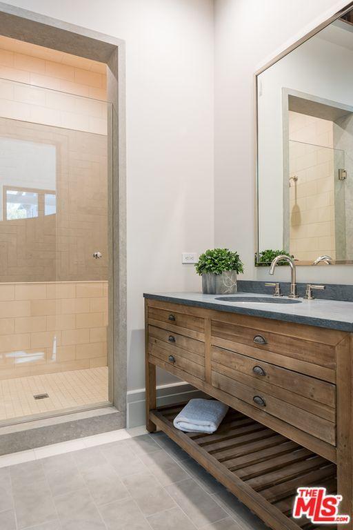 1707 Westridge Rd Los Angeles Ca 90049 Mls 18412724 Zillow Bathroom Built Ins Wood Bathroom Vanity Built In Vanity