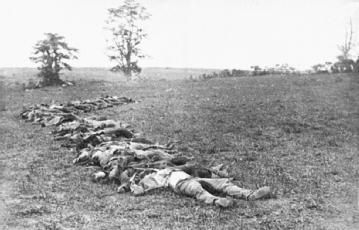 Septiembre 17 en la historia: The Battle of Antietam sets a bloody record during America's Civil War; Work ends on U.S. Constitution; Israel and Egypt's leaders sign Camp David Accords; Singer Hank Williams born; 'MASH' premieres. - http://bambinoides.com/septiembre-17-en-la-historia-the-battle-of-antietam-sets-a-bloody-record-during-americas-civil-war-work-ends-on-u-s-constitution-israel-and-egypts-leaders-sign-camp-david-accords-singer-hank/