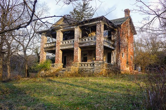 Old plantation house abandoned pinterest for Home builders missouri