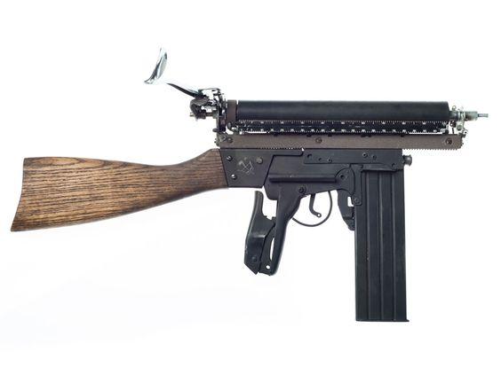 Ravi Zupa transforme de vieilles machines à écrire en armes steampunk | The Creators Project