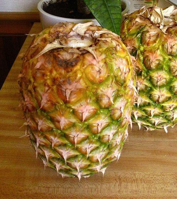 Coloca las frutas boca abajo para mantenerlas siempre frescas, como la piña y papaya.
