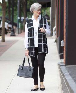Oi Gente O post de hoje traz aqui para você 37looks inspiradores para mulheres de 60 anos. Você que já chegou aos 60 anos ou mais e está mais viva, antenada e desejante do que nunca, se permitind…