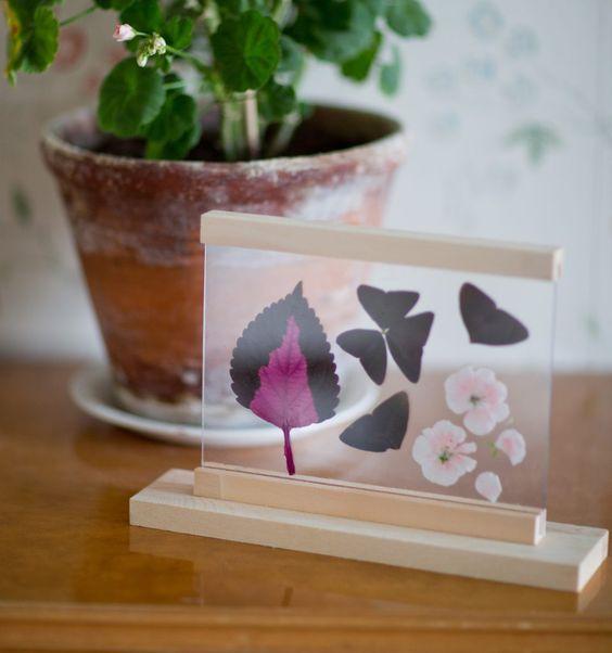 Panduro Hobby har också dessa fina bordsramar där man kan pressa blomsterblad, fjädrar, vykort eller andra vackra motiv från sommaren. Finns i både vitt, svart och trärent.