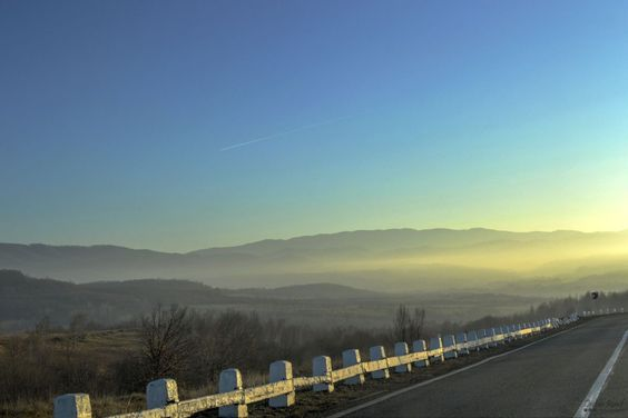 Another pic from the road. I love taking photos early in the morning. The only problem is that I hate waking up early.