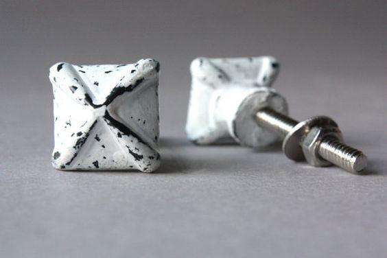 4 small iron knobs white black shabby drawer von wohnraumformer