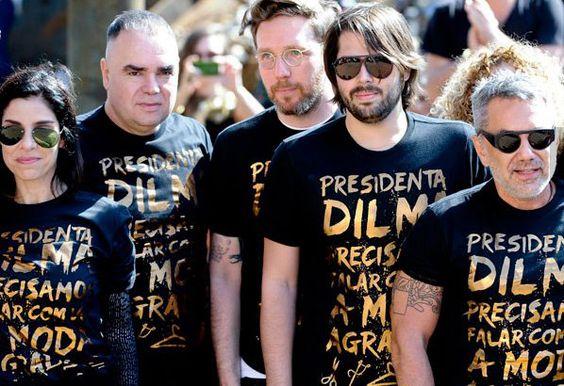 """Manifesto de estilistas, no desfile da Cavalera, manda um recado para Dilma: """"Presidenta Dilma, precisamos falar com vc! A moda agradece."""" Matéria no ModaSpot: http://modaspot.abril.com.br/desfiles/desfiles-spfw/spfw-verao-2013/estilistas-reivindicam-reuniao-com-dilma-em-desfile-da-cavalera e foto: Fotosite  http://on.fb.me/MSU7LD"""