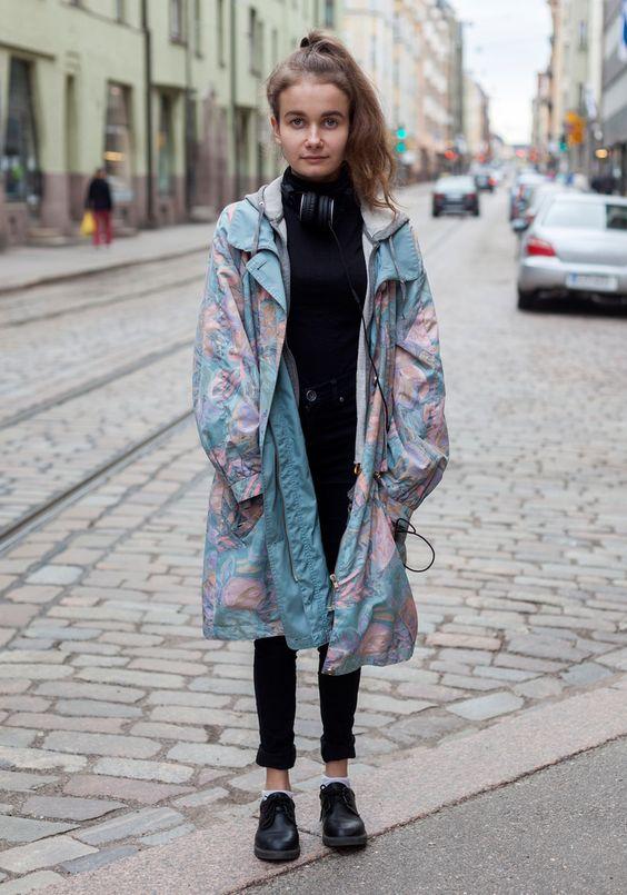 Street Style: highwaisted black jeans black turtleneck black