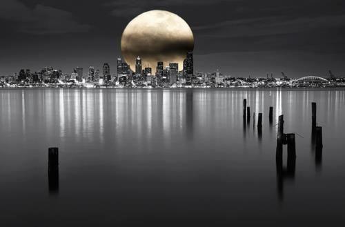 Paisaje con luna de fondo