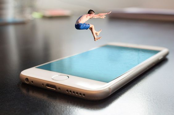 Website-boy jumping on to mobile