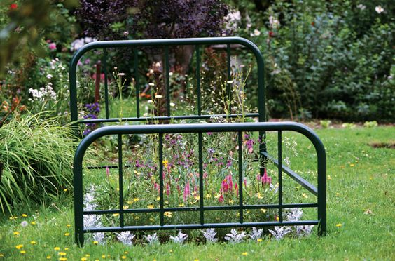 flower bed: Garden Ideas, Bed Frames, 3/4 Beds, Bed Planter, Garden Beds, Small Garden