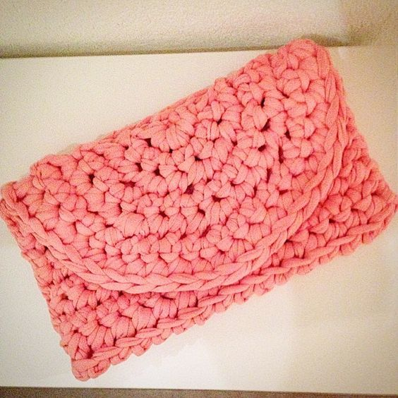 Rachel notre 'swiss padawan knitter' (instagram.com/skallar) t'offre ce tuto. Il s'agit d'une pochette so trendy qu'elle a réalisée au crochet en fil zero peace & wool Allez en cuisine voici la...